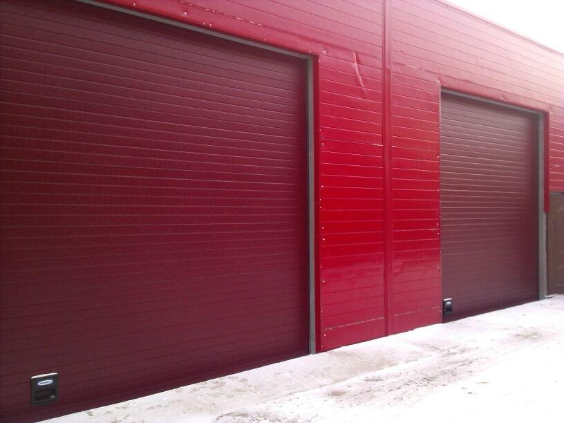 Промышленные секционные гаражные ворота серии ISD01
