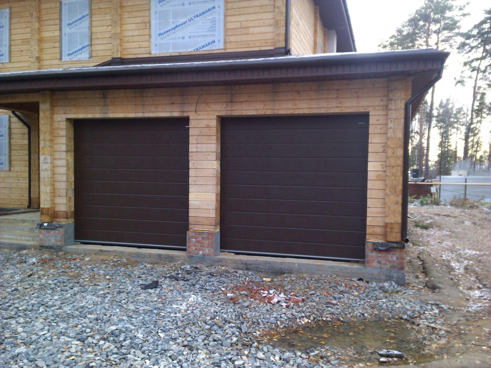 Секционные гаражные ворота серии RSD02