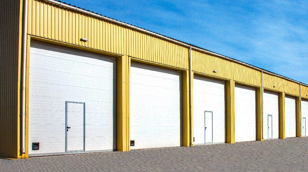 Ворота гаражные секционные промышленные серии ISD01